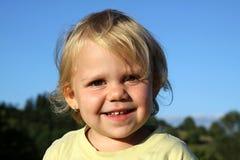 Ung flicka med leende Royaltyfri Fotografi