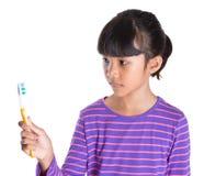 Ung flicka med tandborste II Royaltyfria Bilder