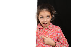 Ung flicka med whiteboard Royaltyfri Bild