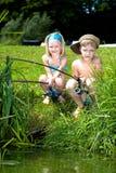 Ung flicka- och pojkefiske Royaltyfria Foton