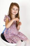 Ung flicka på stolen Royaltyfri Fotografi