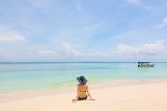 Ung flicka på stranden av Panama Royaltyfria Foton