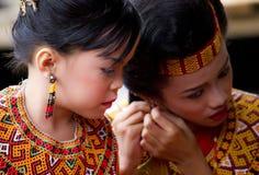 Ung flicka på Toraja begravnings- ceremoni Arkivfoto