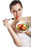 Ung flicka som äter en grönsaksallad Fotografering för Bildbyråer