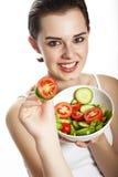 Ung flicka som äter en ny grönsaksallad Royaltyfri Fotografi
