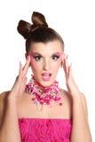 Ung flicka som en docka i rosa klänning Fotografering för Bildbyråer