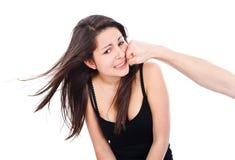 Ung flicka som får en stansmaskin Royaltyfri Bild