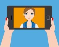 Ung flicka som gör en selfie Royaltyfri Foto