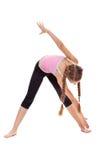 Ung flicka som gör gymnastisk övning för sträckning och för böjlighet Royaltyfri Fotografi