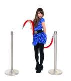 Ung flicka som poserar med ett rött rep Royaltyfri Foto