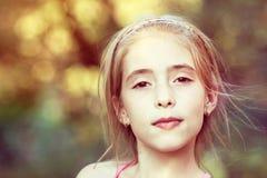 Stående av ung flicka arkivfoto