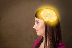 Ung flicka som tänker med den glödande hjärnillustrationen Arkivbilder