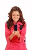 Ung flicka som texting på celltelefonen Royaltyfri Bild