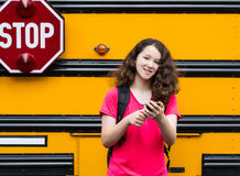 Ung flicka tillbaka till skolan royaltyfri fotografi