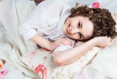 Härlig flicka på morgonen Royaltyfri Fotografi