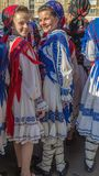 Ung flickadansare från Rumänien i traditionell dräkt royaltyfria foton