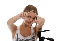 Ung flickafotograf i studion Arkivbild