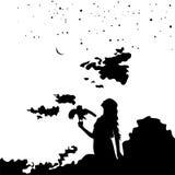 Ung flickakontur med en fågel på bakgrundssolnedgång och stjärnklar himmel Arkivbild