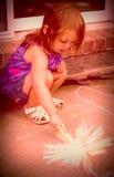 Ung flickakritateckning Royaltyfri Foto