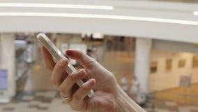 Ung flickapress på den futuristiska användargränssnittbegreppstelefonen Grafisk användargränssnitt - GUI Övre skärm för huvud - H stock video