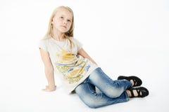 Stående av den unga blonda flickan royaltyfri fotografi