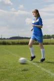 Ung fotbollkvinna Royaltyfri Bild