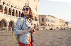 Ung fotograf p? piazza San Marco fotografering för bildbyråer