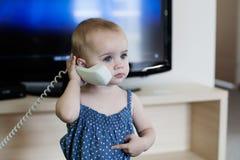 Ung gladlynt receptionist Arkivfoto