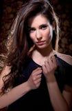 Ung glamourkvinnastående Arkivbild