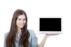 Ung härlig affärskvinna Holding en bärbar dator Fotografering för Bildbyråer