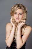 Ung härlig blond kvinna royaltyfria foton