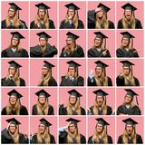 Ung härlig blond kvinna med avläggande av examenlocket fotografering för bildbyråer