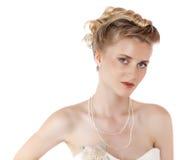 Ung härlig blond kvinna med en bröllopfrisyr arkivbild