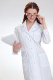 Ung härlig doktor som isoleras på vit Royaltyfri Fotografi