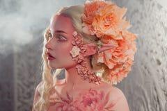 Ung härlig flickaälva Idérikt smink och bodyart royaltyfri fotografi