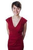 Ung härlig flicka som bär en röd coctailklänning Royaltyfria Bilder