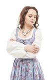 Ung härlig kvinna i den isolerade långa medeltida klänningen Fotografering för Bildbyråer