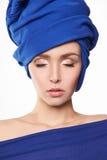 Ung härlig kvinna i turban royaltyfri foto