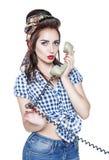 Ung härlig kvinna i utvikningsbildstil med retro telefonisola Royaltyfria Bilder