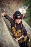 Ung härlig kvinna, skönhet, etniskt stam- smink, örhängen, bohemisk hippiestil arkivbild