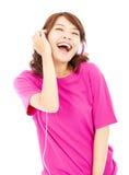 Ung härlig kvinna som tycker om musiken Royaltyfria Bilder