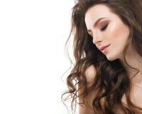 Ung härlig kvinnaframsidastående med sund hud arkivfoton