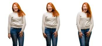 Ung härlig rödhårig mankvinna som isoleras över vit bakgrund royaltyfria foton