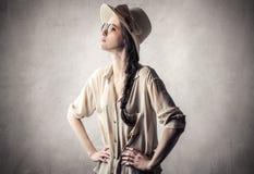 Ung härlig tappningkvinna Arkivfoton