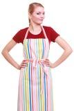 Ung hemmafru eller bärande isolerat kökförkläde för barista arkivbild