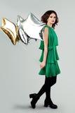 Ung härlig kvinna i ballonger för vårklänninginnehav Arkivbild