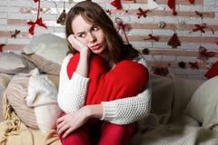 Ung härlig ledsen brunettflicka Arkivfoto