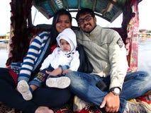 Ung indisk familj Arkivbild
