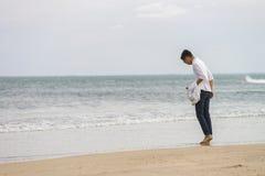 Ung kamrat på den Kina stranden i Danang av Vietnam arkivfoton
