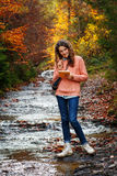 Ung konstnär på berget Fotografering för Bildbyråer